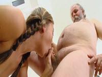 Branlette lors de la fellation avant le sexe