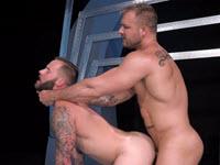 Deux gays à grosse bite en action